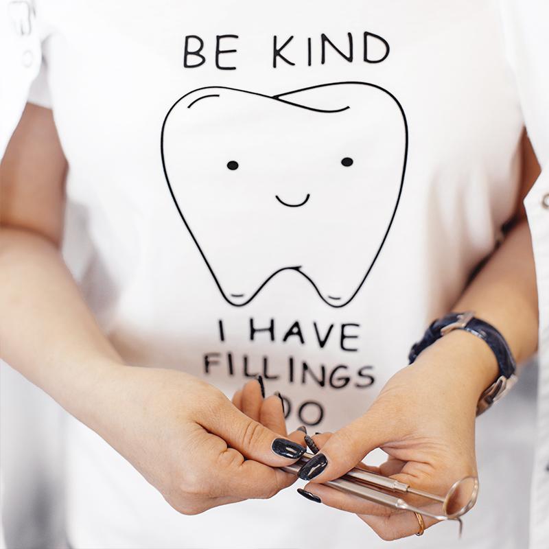 футболка с зубом